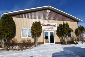 Large Commercial Building in St. Lazare
