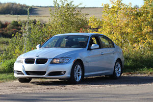 2011 BMW 3-Series 328i AWD - GREAT FOR WINTER!
