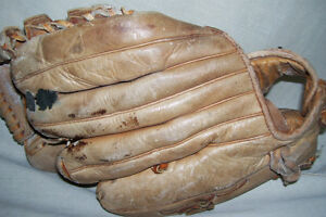 CUSTOM BUILT PROFESSIONAL MODEL LEATHER INFIELDERS GLOVE London Ontario image 5