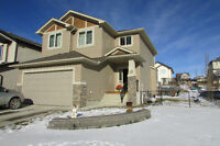 Beautiful House with Mountain Views in Cochrane
