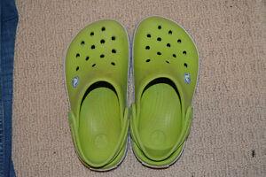 green crocs sz 2