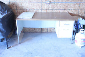 Free Desk- must  be able to pick up