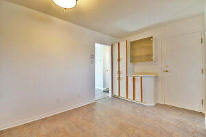 WHY RENT WHEN YOU CAN OWN FOR SAME OR LESS  INT GARAGE INCLUDED West Island Greater Montréal image 3