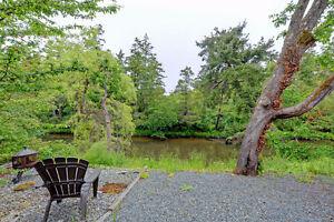 WATERFRONT Quiet 2br suite,Huge Backyard, Close to Tillicum