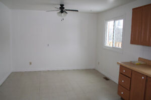 3 bdr townhouse, ideal New Sudbury location off Auger