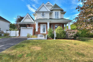 Magnificent 3 Story House For Sale/Á Vendre - Île-Perrot