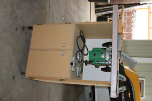 Hitachi 3 1/2 HP Router, Bits and Table