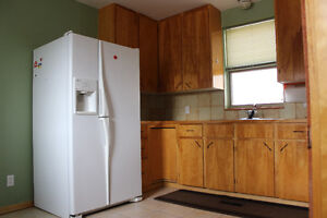 Peterborough 2 bedroom apartment with appliances and garage