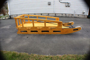 snowmobile sled / slide / sleigh / komatik