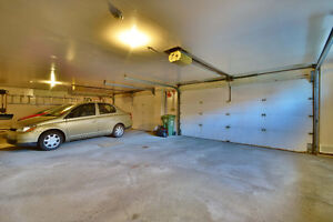 WHY RENT WHEN YOU CAN OWN FOR SAME OR LESS  INT GARAGE INCLUDED West Island Greater Montréal image 9