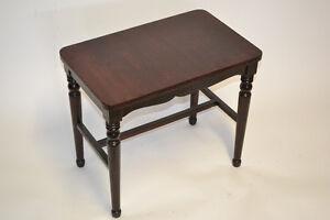 Table basse couleur acajou antique