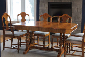 Beautiful 7 piece dining room set