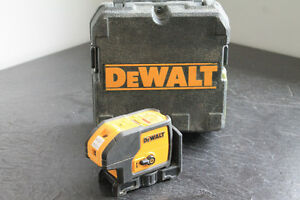 pointeur laser dewalt 3 point model dw083 avec case 120$$$
