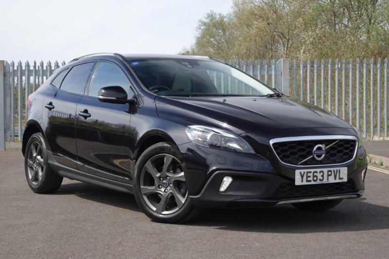 volvo v40 d2 cross country lux 5dr diesel manual 2013 63 in exeter devon gumtree. Black Bedroom Furniture Sets. Home Design Ideas
