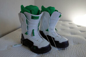 Forum The Antenna Snowboard Boots US 9 white/green