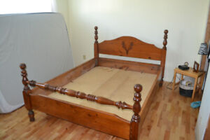 SOLID PINE FOUR POST BED FRAME(QUEEN)