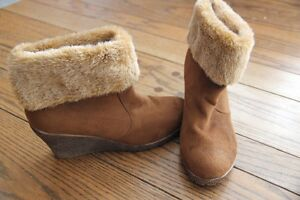 New suede boots with fur lining
