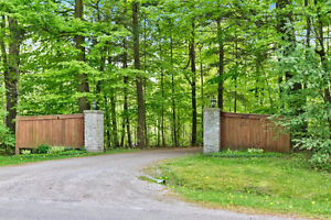3+1 bedroom Flamborough Country Living Home! MUST SEE!