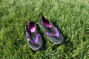 Water Shoes (Kids size 13-1)