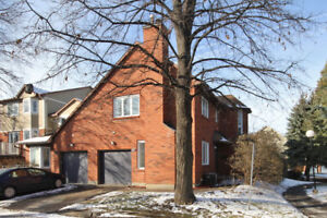 Fully Renovated END UNIT Condo Townhome in Hunt Club Woods