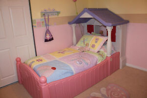 Little Tikes twin cottage bed with matching doll bed Oakville / Halton Region Toronto (GTA) image 1