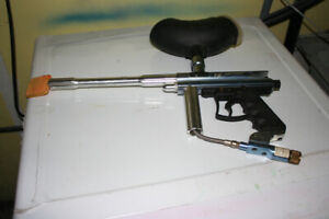 Orion VL paintball gun and ball hopper
