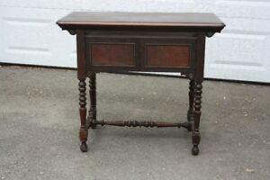 ANTIQUE/VINTAGE Side/Dining Table with Gate Leg