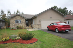 Amazing 3+1 bedroom, 2+1 bathroom home in desirable subdivision