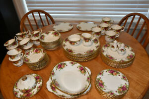 Excellent condition, Royal Albert OLD COUNTRY ROSES china