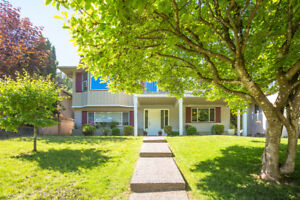 4 Bedrooms- Beautifully Renovated with lots of light - North Van