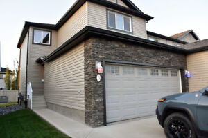 SPACIOUS SUMMERSIDE TOWNHOUSE W/ DOUBLE ATTACHED GARAGE