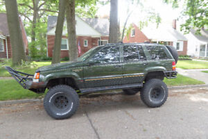 """1995 Jeep Grand Cherokee stroker motor 35"""" tires ford 8.8, winch"""