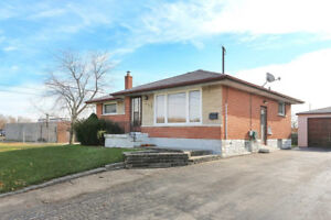 A DETACHED 3+2 BED BUNGALOW! SEP. ENTRANCE! CALL TODAY!