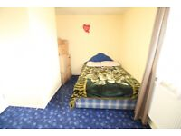 2 bedroom flat in Cottington Road, FELTHAM, TW13
