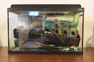 Aquarium 10 gallons avec filtreur et accessoires