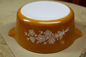 Collectable Pyrex Large ButterflyGold  (1979)  Dish 2.5lt + lid Kingston Kingston Area image 3