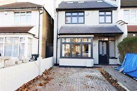 4 bedroom house in Woodgrange Avenue, Finchley, N12