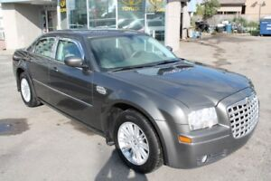 2009 Chrysler 300 Touring, Leather, Local Car. WARRANTY INCLUDED