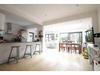 4 bedroom house in Cissbury Ring South, Woodside Park, N12