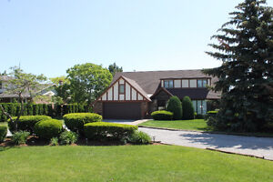 Executive Country living right outside the city on approx 1 acre
