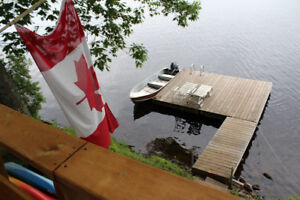 ►►SUMMER FUN--LAKEFRONT COTTAGE 20FT FROM LAKE RARE◄◄