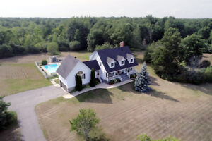 Rosedale Estates executive home on 2 acres 1.5 hours from Ottawa