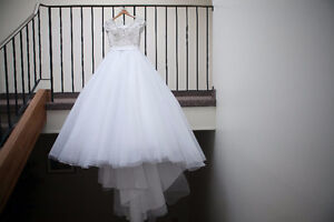 Lovely Allure Wedding Dress ...Size 8