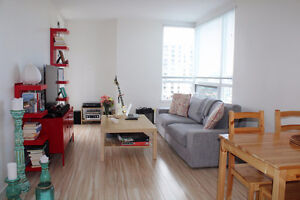 Room in High Riser with Ocean View on Yates - Downtown June 1st