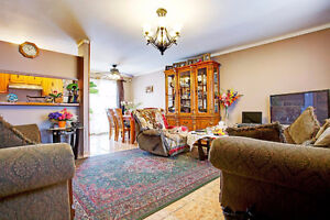 Semi-Detached cottage in Chomedey!!!!