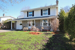 DETACHED 2Storey 4BEDROOMS IN HAWTHORNE MEADOWS with POOL!!