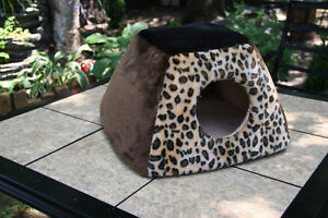 Nice Cat House. Carpet cover. Cozy and Soft.