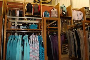 Vente de fermeture, présentoirs, étagères, comptoir