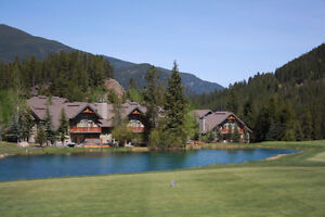 LONE WOLF PANORAMA BC RENTAL - GREYWOLF GOLF VIEWS & HOT TUB