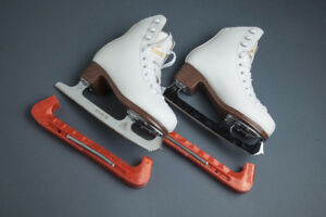 Girls Figure Skates - Excellent condition